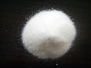 Селитры  - общее название азотнокислых солей щелочных и щелочноземельных металлов. Но если говорят одно слово – селитра (не «натриевая, не «аммиачная»), значит, имеется в виду KNO3.